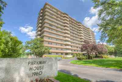 Single Family Home For Sale: 1960 N Parkway #303