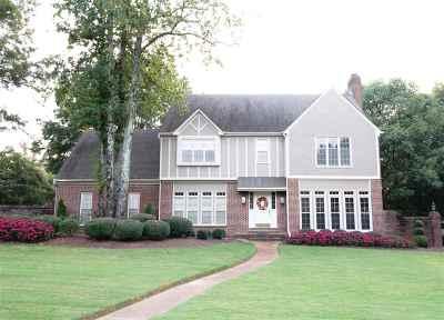 Germantown Single Family Home For Sale: 2021 Brandon Hall