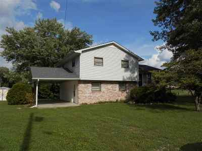 Single Family Home For Sale: 216 Circle St
