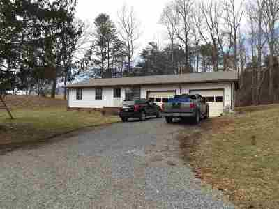 Newport Single Family Home For Sale: 215 Circle Rd