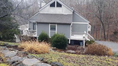 Single Family Home For Sale: 406 White Tail