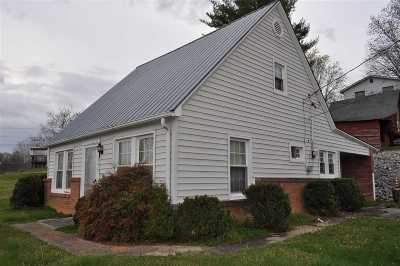 Newport Single Family Home For Sale: 646 Musterfield Dr