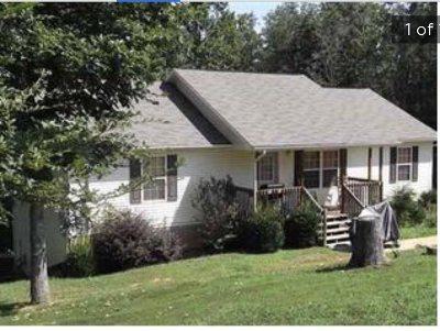 Single Family Home For Sale: 3843 Parkhurst Dr