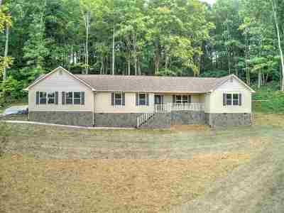 Single Family Home For Sale: 605 Chimney Top Lane