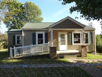 Single Family Home For Sale: 127 Chapel St