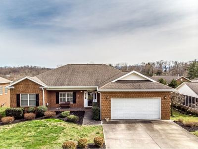 Single Family Home For Sale: 116 Keeneland Circle