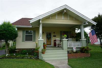 Single Family Home For Sale: 127 Iris Place