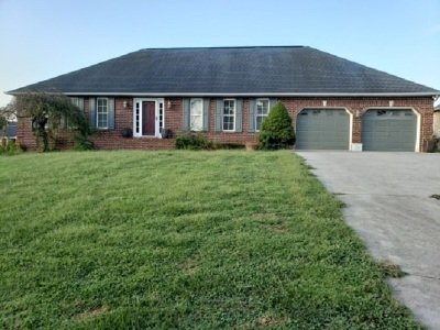 Single Family Home For Sale: 210 Fairway Dr
