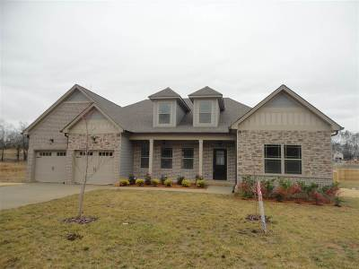Eagle Creek Single Family Home For Sale: 210 Winding Glen NW