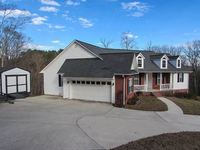 Single Family Home For Sale: 323 Chestnut Dr