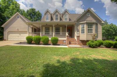 Mill Creek Single Family Home Contingent: 137 Mill Creek Trail NE