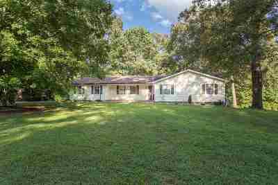 Royal Oaks Single Family Home Contingent: 205 Fairhill Dr