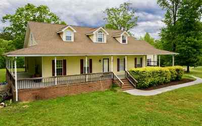 Single Family Home For Sale: 1010 Armstrong Rd SE