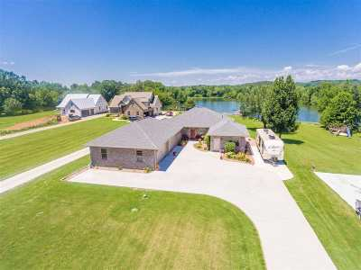 Dayton Single Family Home For Sale: 824 Riverbend Drive