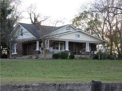 Smithville Single Family Home For Sale: 423 W Main St
