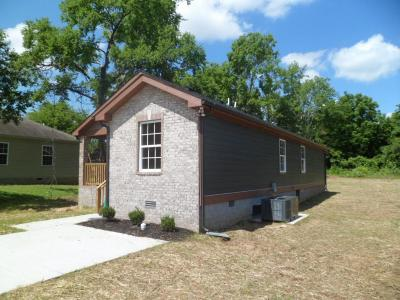Madison Single Family Home Under Contract - Showing: 222 Larkin Springs Rd