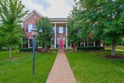 Nashville Single Family Home Under Contract - Showing: 1001 Willoughby Way