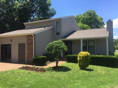 Nashville Single Family Home For Sale: 105 Bluefield Sq