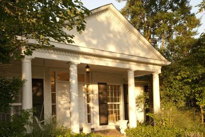 Franklin Single Family Home Under Contract - Showing: 612 Hillsboro Rd