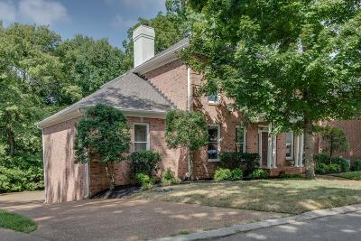 Hendersonville Single Family Home For Sale: 110 Hidden Pt