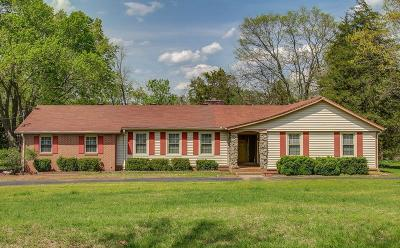 Sumner County Single Family Home For Sale: 1011 Hickory Harbor Dr