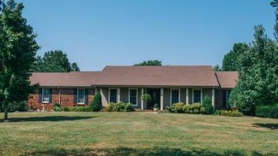 Sumner County Single Family Home For Sale: 721 Bay Point Dr