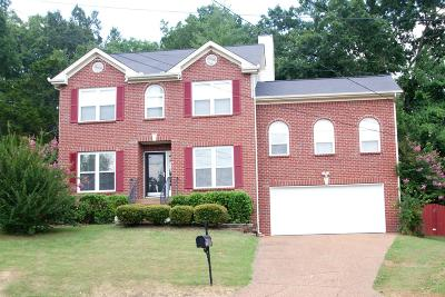 Davidson County Single Family Home For Sale: 2000 Strombury Dr