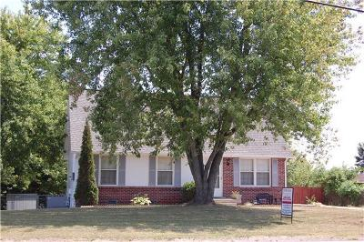 Christian County, Ky, Todd County, Ky, Montgomery County Single Family Home For Sale: 435 Cunningham Ln