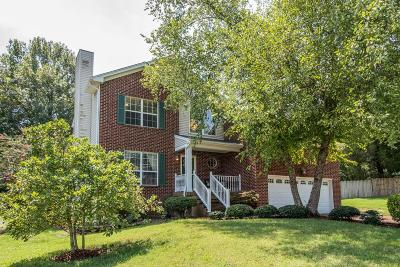 Hendersonville Single Family Home For Sale: 105 Dover Ct