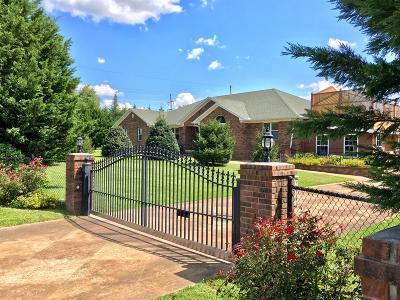 Lawrenceburg Single Family Home For Sale: 341 Robins St