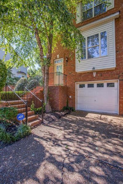 Brentwood Condo/Townhouse For Sale: 113 Carriage Ct
