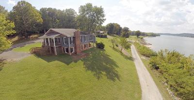 Linden Single Family Home For Sale: 384 Peters Landing Rd