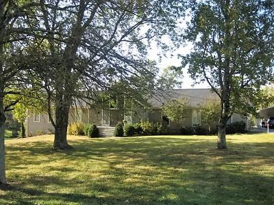 Hendersonville Single Family Home Under Contract - Showing: 1108 Longview Dr