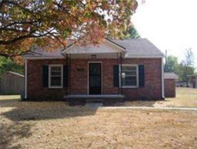 Clarksville Single Family Home For Sale: 304 Mitchell St