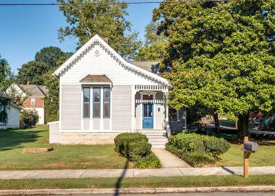 Single Family Home For Sale: 806 Walker St