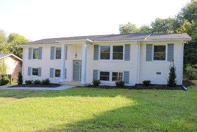 Davidson County Single Family Home For Sale: 614 Whispering Hills Dr