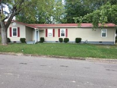 Lawrenceburg Single Family Home For Sale: 1400 Beckham Ave