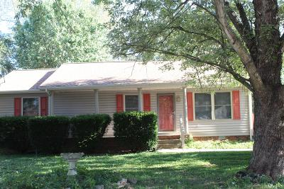 Single Family Home Under Contract - Showing: 372 Blade St