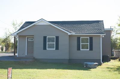 Shelbyville Single Family Home For Sale: 105 Maple St