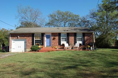 Franklin Single Family Home Under Contract - Showing: 108 Reveille Ct