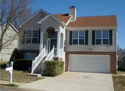 Davidson County Single Family Home For Sale: 716 Sweetwater Cir