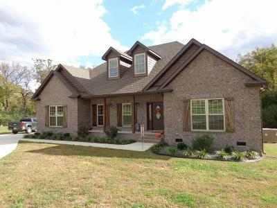 Shelbyville Single Family Home Under Contract - Showing: 605 Apple Blossom Trl