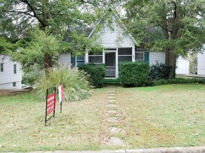 Clarksville Single Family Home For Sale: 207 Maplemere Dr