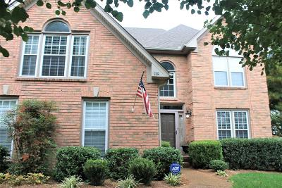 Hendersonville Single Family Home For Sale: 119 Cross Creek Ln