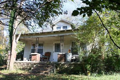East Nashville Single Family Home Under Contract - Showing: 814 Powers Ave