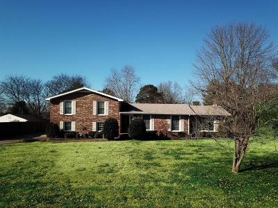 Hendersonville Single Family Home Under Contract - Showing: 196 Berrywood Dr