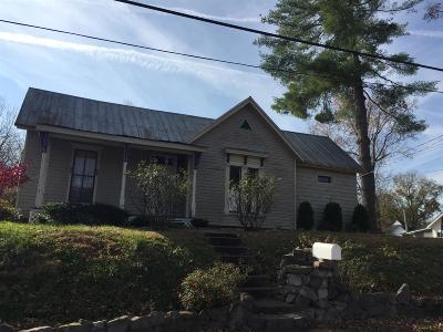 Clarksville Single Family Home Active - Showing: 1022 Clark St