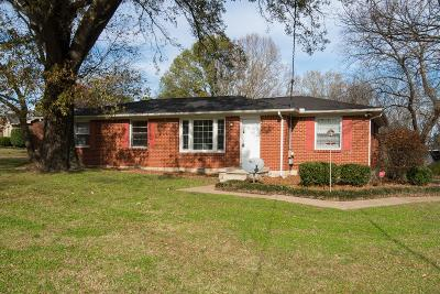Davidson County Single Family Home For Sale: 390 Coventry Dr
