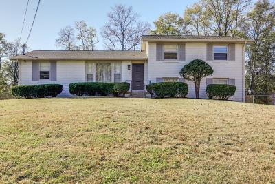 Nashville Single Family Home For Sale: 679 Candlestick Dr