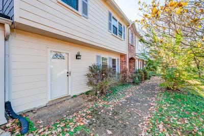 Nashville Condo/Townhouse Under Contract - Showing: 5600 Country Dr Apt 307 #307